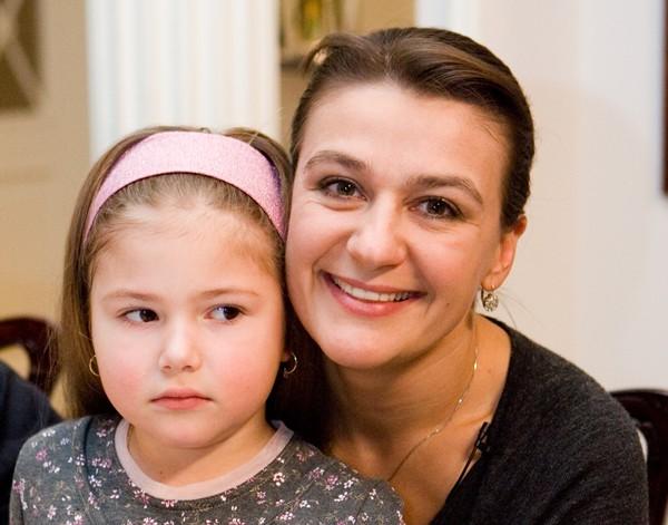 Анастасия Мельникова со своей дочерью Машей
