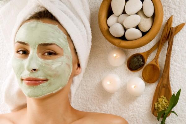 Возьми на заметку несколько рецептов масок для лица из натуральных ингредиентов, которые сделают твою кожу свежей и помолодевшей