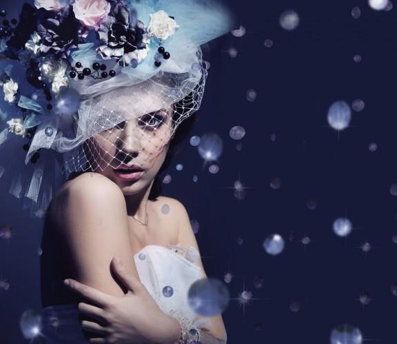 Невеста превращается в настоящую королеву во время зимней свадьбы