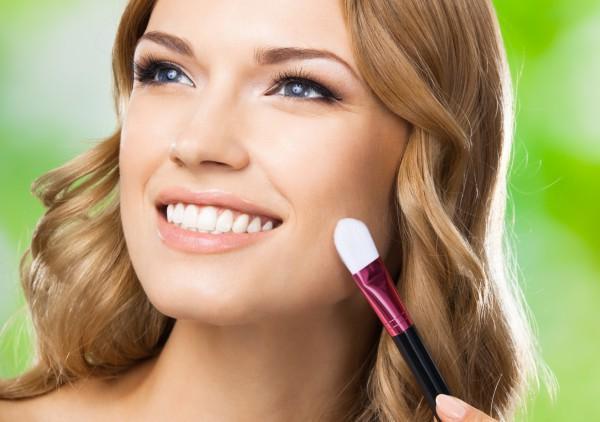 Как корректировать форму лица косметикой