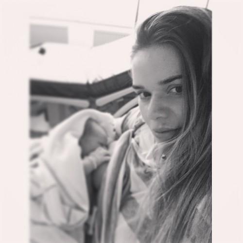 Юлия Воронина с новорожденным