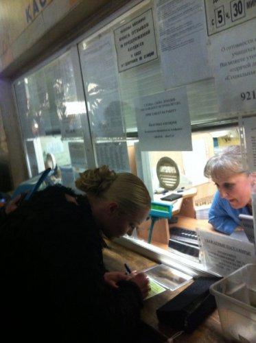 Волочкова делила автографы в метро