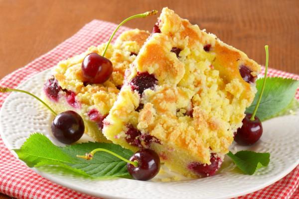 Тертый пирог с вишней