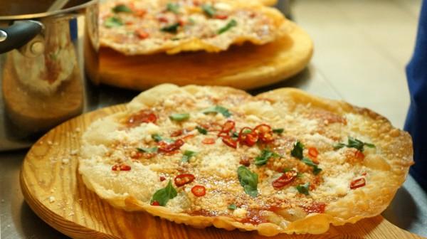 Для итальянский пиццы традиционно используют сыр mozzarella di buffala