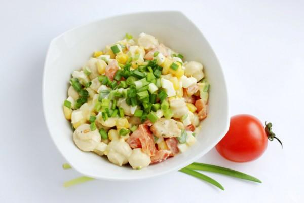 Рецепт                  Салат из жареной курицы с грибами и помидорами