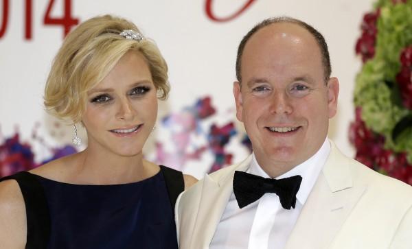 Князь Монако Альбер II с женой княгиней Шарлин Уиттсток