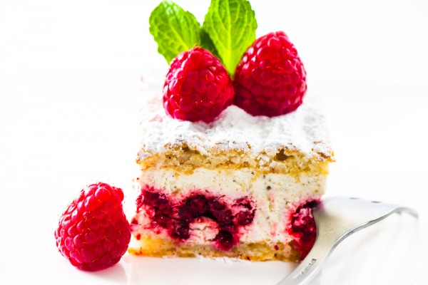 Торт с малиновой начинкой