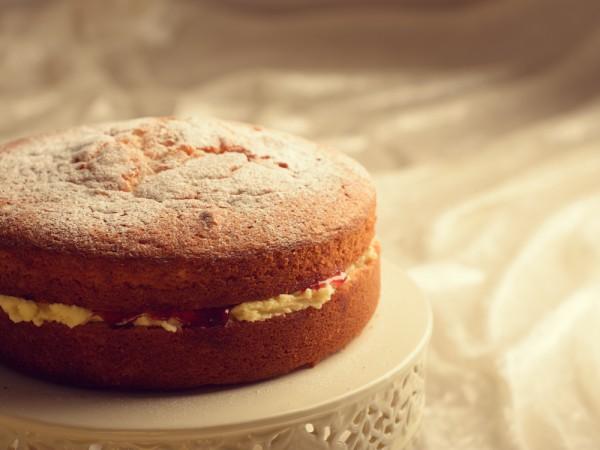 Торт бисквитный с заварным кремом и фруктами фото