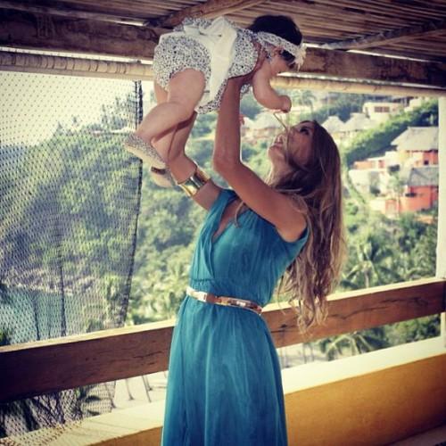 Виктория Боня с дочкой от миллионера Александра Смурфита