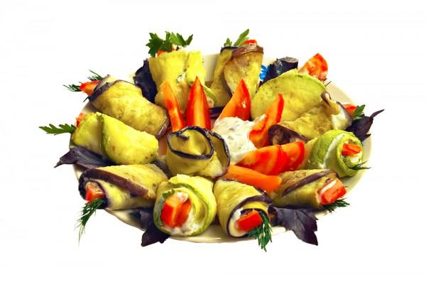 Рецепт                  Рулетики из кабачков с помидорами и майонезом