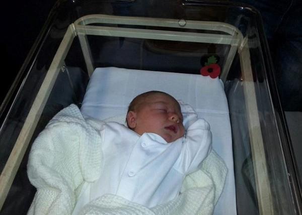Новорожденную доставили в госпиталь уже после рождения