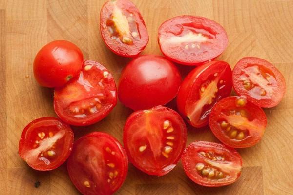 Как нарезать помидоры черри