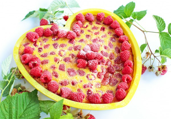 Торт на День Валентина с малиной и шоколадом
