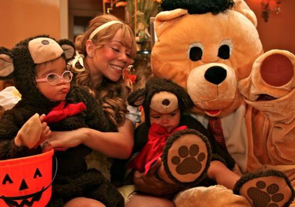 Мэрайя Кэри с сыном  Мороккан и дочкой Монро в 2013 на Хэллоуин