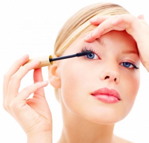 Накладные ресницы можно сымитировать с помощью правильного макияжа