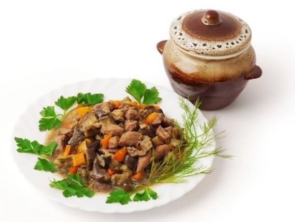 Рецепт                  Тушеное мясо с баклажанами и перцем