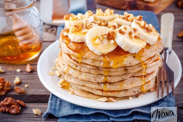 Оладьи с бананом, медом и орехами