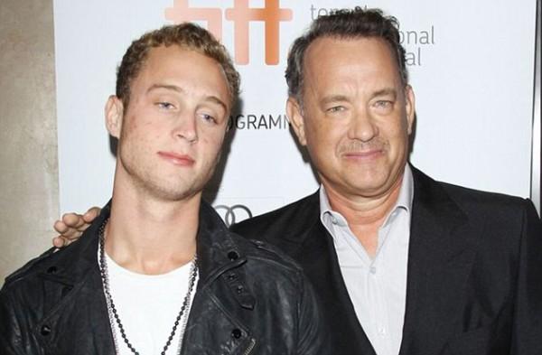 Актер Том Хэнкс (справа) с сыном Честером (слева)