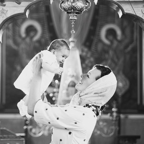 Мила Йовович с дочкой Дашиель на крестинах