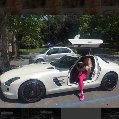 Оля Полякова похвасталась новым роскошным автомобилем