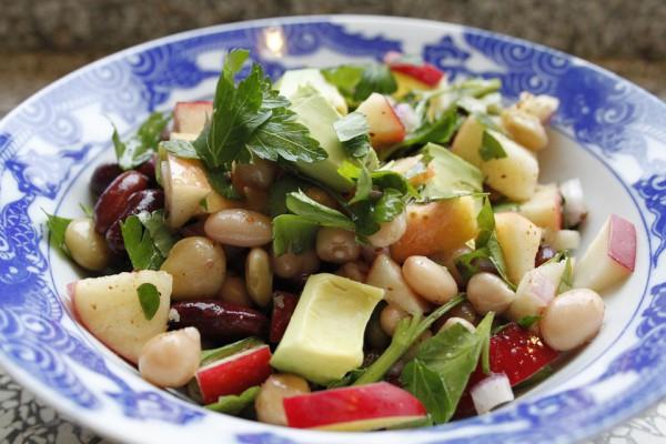 Постный салат с фасолью по-мексикански