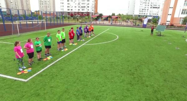 Зважені та щасливі 6 сезон: участники тренировались на детском стадионе