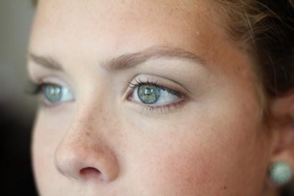 Естественный макияж глаз – прекрасное решение для рабочих будней