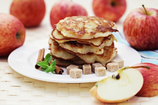 краткий рецепт приготовления блинов с яблоками