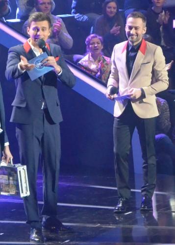 Ведущие шоу Співай як зірка Дмитрий Шепелев (справа) и Александр Скичко (слева)