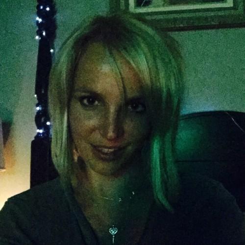 Бритни Спирс похвасталась новой стрижкой