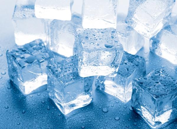 Лед действует как