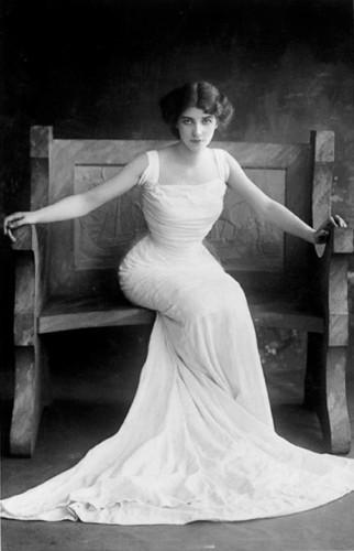 Этель Варвик (1882 – 1951), британская театральная актриса.