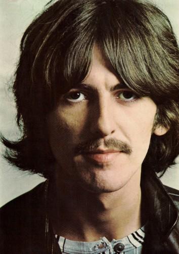 Джордж Харрисон: английский рок-музыкант, певец, композитор, писатель, получивший наибольшую известность как соло-гитарист The Beatles. С середины девяностых годов Джордж Харрисон боролся с тяжелой болезнью. В 1997 году ему удалили раковую опухоль гортани и часть легкого, а в мае 2001 года у него обнаружили злокачественную опухоль мозга, которую оперировать было нельзя. Умер Харрисон 29 ноября 2001 года.