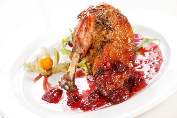 Рецепт                  Утиные ножки с вишневым соусом