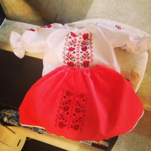 Дочь Ани Лорак София получила в подарок украинский костюм