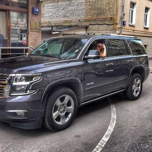 Седокова в своем новом автомобиле