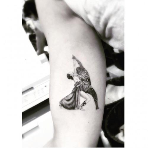 Новая татуировка Румер