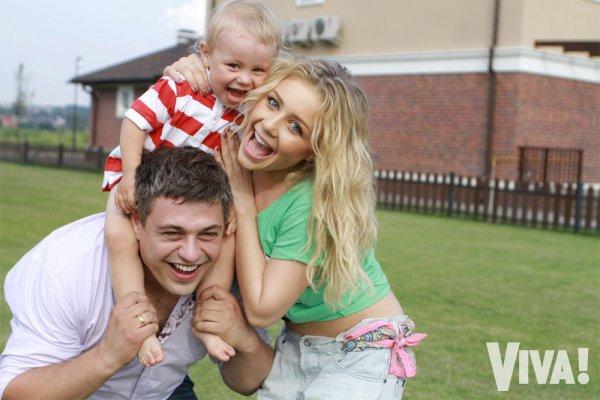 Тина Кароль с мужем и сыном