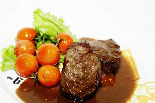 Жареная говядина с соусом