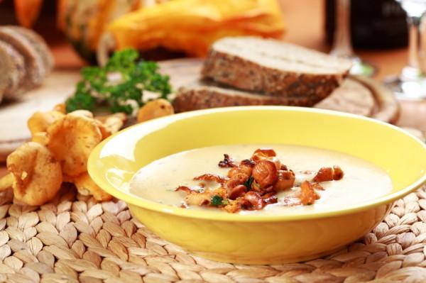 Рецепт                  Летний суп из лисичек и плавленого сыра