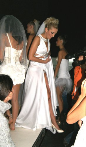 фото девушек на свадьбе без трусов под