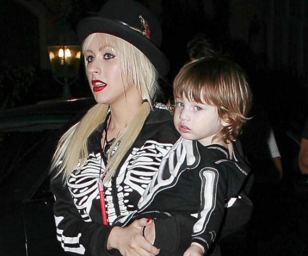 Кристина Агилера с сыном Максом на Хэллоуине в 2009 году