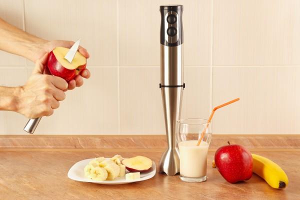 Помыть и подготовить фрукты.