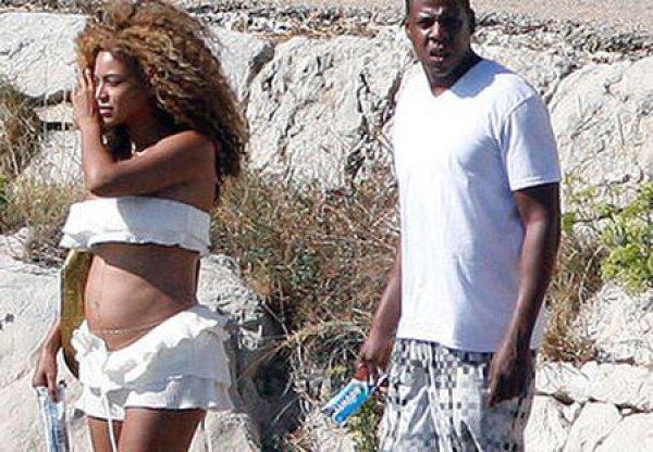 Будущая мама на пляже в Хорватии