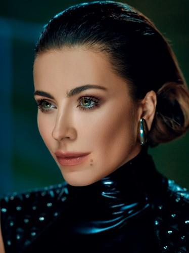 Украинская певица Ани Лорак примерила новый образ в фотосессии для журнала Vogue и рассказала о том, что помогло ей пережить жизненные неурядицы.