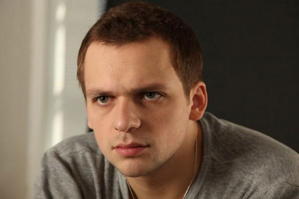 Актер Алексей Янин, перенесший инсульт, вышел изкомы
