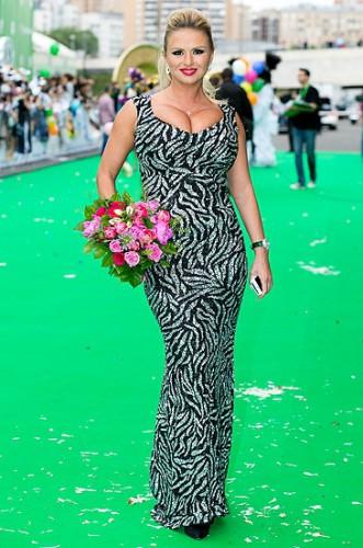 Анна Семенович стала ведущей нового шоу