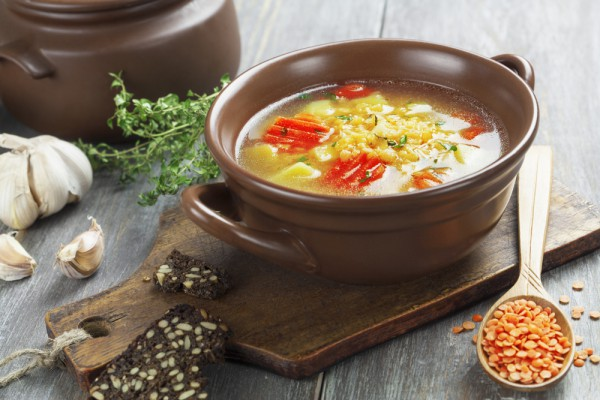 Овощной суп с чечевицей и пармезаном