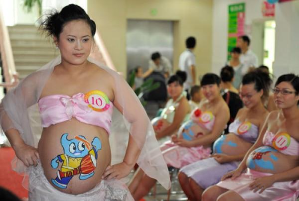 Китай, провинция Хайнань, фестиваль боди-арта для беременных