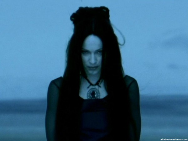 Мадонна в клипе Frozen
